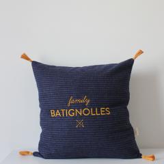 coussin brodé laine a carreaux bleu marine - broderie dorée Batignolles