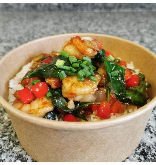 Crevettes basilic - Base de riz Thaï parfumé au jasmin, crevettes sautées, oignons, poivrons rouge, basilic Thaï, ciboulette et sauce secrète