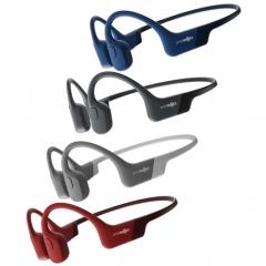 Aftershokz Aeropex - L'AEROPEX d'AFTERSHOKZ, le petit nouveau de la gamme. Dans la continuité du Trekz Air, tout en apportant de nouvelles améliorations. Ses transducteurs sont maintenant inclinés à 30°, ce qui lui offre plus de basses et moins de vibrations.   Avec la technologie PREMIUMPITCH2+, le casque Bluetooth AEROPEX pousse la technologie à conduction osseuse à un tout autre niveau.  Le principe de la conduction osseuse est avantageux pour plusieurs raisons : pour ceux qui ont du mal à supporter les casques intra-auriculaires; pour ceux qui souhaitent écouter de la musique tout en restant vigilant aux bruits qui les entoure (voiture, klaxon, sonnette, ...); pour les malentendants.  Le modèle Aeropex est Bluetooth. Il propose des commandes de contrôle (play/ off/ pause/ décrocher - raccrocher/ passer une chanson). Celui-ci se place juste devant l'oreille avec un tour de nuque. C'est le modèle le plus léger de la gamme (seulement 26 grs; 30% moins lourd que son prédécesseur, le modèle Air), flexible et résistant à la transpiration et à la pluie. Un microphone est intégré pour permettre de s'en servir en mode mains-libres. Autonomie de 8 heures environ. Les écouteurs distillent des mini vibrations directement au niveau de l'oreille interne (la cochlée) via les os des pommettes. Le principe est efficace et répond à un certain besoin. Ils devraient donc séduire un large public. Grâce à lui vous pourrez pratiquer vos activités sportives préférées en musique sans être coupé de votre environnement, un gros plus pour votre sécurité ! Par ailleurs, le son étant transmis par conduction osseuse, vos tympans sont préservés.