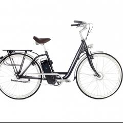 Model T - Un vélo éléctrique confortable et pratique ! Rappelant le design sobre et discret des vélos hollandais, notre vélo à assistance électrique vous ravira par son confort et sa praticité. Unisexe, le MODEL T s'adapte à tous quelque soit votre morphologie.  Pesant seulement 20kg, le MODEL T a l'avantage d'être un des vélos électriques les plus légers de sa catégorie. Ses roues de 28 pouces rendront toutes vos sorties très agréables. Pour que vous puissiez profiter du MODEL T en toute aise, la hauteur et l'inclinaison de la potence ainsi que la hauteur de la selle sont ajustables. Cette dernière, réputée pour son confort, vous garantira des heures de conduite avec un bien-être optimal.  Si le MODEL T roule si bien, c'est qu'il est doté du système électrique AUTORQ mis au point par MOMENTUM ELECTRIC. Avec un capteur de force très performant et le moteur avant BAFANG, MODEL T modulera l'assistance électrique en fonction de la pression exercée sur les pédales. Vous aurez l'impression de pédaler facilement en maîtrisant la vitesse du vélo sans à-coups.  Le MODEL T est équipé d'une batterie SAMSUNG pouvant tenir jusqu'à 85km. Cette batterie vous sera fournie avec deux clés AXA, pour la retirer et la remettre dans son socle très facilement.  Grâce au système de freinage haute qualité SHIMANO, vous pouvez rouler en toute confiance et en toute sécurité.  Une course à faire ? Pas de panique, le MODEL T dispose d'un porte bagage, et il est possible de rajouter un panier pouvant contenir jusqu'à 25kg ! Le MODEL T transformera chaque trajet en une vraie partie de plaisir. Il est idéal pour toute utilisation, quotidienne ou ponctuelle, pour une promenade ou pour se rendre au travail. Nous pouvons vous garantir qu'il deviendra rapidement votre transport favori !