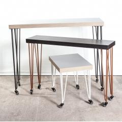 """Pied à roulette 90 cm - HAIRPIN LEGS - <p>Ces pieds sont parfaits pour faire des meubles hauts (table haute, bar, console...) facilement d&eacute;pla&ccedil;able !</p> <p>Les roulettes &agrave; frein permettent de d&eacute;placer le meuble facilement et de le bloquer sur la position souhait&eacute;e. Disponible aussi sans frein.&nbsp;</p> <p>Tous nos pieds sont fabriqu&eacute;s &agrave; la main !</p> <p>Ils sont disponibles en&nbsp;4 coloris.</p> <p>Ces pieds en acier sont r&eacute;alis&eacute;s en rond &eacute;tir&eacute;s d'un diam&egrave;tre de 10 mm.&nbsp;La platine fait 120 mm sur 120 mm. La fixation du pied sur le dessus de table se fait &agrave; l'aide de 3 vis non fournies.</p> <p>4 pieds peuvent supporter jusqu'&agrave; 200 kg.&nbsp;</p> <p>Ils sont fabriqu&eacute;s de fa&ccedil;on artisanale et r&eacute;alis&eacute;s en ronds &eacute;tir&eacute;s de diam&egrave;tre 10mm.&nbsp;Nos pieds sont de r&eacute;els """"hairpin legs"""", l'extr&eacute;mit&eacute; des pieds est chauff&eacute;e afin d'avoir un rayon de courbure tr&egrave;s fin.</p> <p>31&euro; l'unit&eacute;</p>"""
