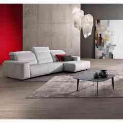 Canapé LOFT - La relaxation nouvelle génération. Réglez la profondeur de l'assise coulissante au mm prés, jusqu'à transformer votre canapé en véritable lit d'appoint. Gain de place : l'assise coulissante disparaît dans le dossier. Repose-tête réglable.