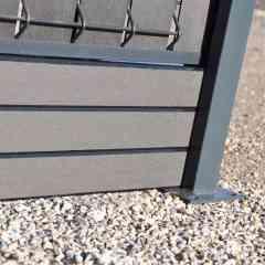 Soubassement Composite - Composite haut de gamme, sans PVC, faiblement dosé en bois. Facile à installer. Constitue une excellente alternative aux soubassements en béton. Beaucoup plus légères, elles permettent une mise en oeuvre facilitée et un gain de temps en terme de pose. Finition contemporaine et sans entretien. 2 couleurs au choix : gris anthracite et gris clair. Disponible en longueur de 2m53 et 3m03