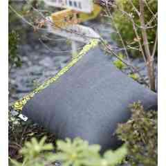 Coussin OUTDOOR - Le Green Griot - - Coussin nomade Intérieur/ Extérieur pour le salon ou le jardin : le compagnon de siestes idéale des petits et des grands !   Taille 45*45 cm  Textile recyclé issu de rebuts dede production de l'industrie  : 95% acrylique et 5% coton. (Fabrication Hauts de France) Coussin de garnissage fourni : 100% Polyester siliconé (Fabrication Hauts de France)  > Nos produits sont :  * Déperlants * Imputrescibles * Garantie 5 ans*  Engagement pour une économie circulaire et Zéro Déchet Textile !