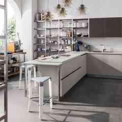Start time J - <p>Prendre de l'avantage.</p> <p>START-TIME: &eacute;tablir une approche efficace, en conf&eacute;rant &agrave; l'espace cuisine l'image jeune d'un design aux lignes pures, habill&eacute; de couleurs cool et avec des finitions bois s'inspirant des tendances qui pr&ocirc;nent la naturalit&eacute;.</p> <p>Start-Time s'enrichit du syst&egrave;me J, un syst&egrave;me d'ouverture qui, appliqu&eacute; horizontalement aux meubles bas comme dispositif de prise pour l'ouverture et la fermeture des compartiments, diffuse sa grande praticit&eacute;, verticalement, aux colonnes.</p>