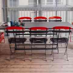 GAMME CARACTERE - <p>A quoi sert un jardin ou une terrasse si ce n'est pour recevoir la famille, les copains, les voisins...?<br />C'est la raison pour laquelle Fermob a choisi de développer la table Caractère, simple mais cossue, pratique et maniable. Pouvant accueillir jusqu'à 8 personnes, elles pourront se combiner à 2 ou 3 pour les grandes tablées d'été…</p>