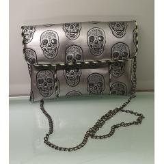 """sac en bandoulière """"Anny"""" skull silver - Petit sac en bandoulière fashion se porte à chaque instant de la journée. La pochette intérieure est idéale pour y glisser son smartphone."""