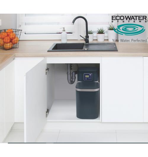 ADOUCISSEUR D'EAU ULTRA-COMPACT - ECOWATER est le premier fabricant mondial d'adoucisseurs d'eau à usage domestique, avec plus de 90 ans d'expérience, réputé pour la fiabilité et les performances de ses appareils, à la pointe de la technologie. Le mode de régénération est unique et breveté, très économique en eau et en sel. Les adoucisseurs ultra-compacts ECOWATER SYSTEMS possèdent le meilleur rapport taille/puissance du marché. Ils sont aussi efficaces qu'un « grand » adoucisseurs et peuvent être installés dans des espaces très réduits. L'eau adoucie protège toute la plomberie et les machines de la maison, le linge est plus agréable, la peau reste douce et soyeuse.