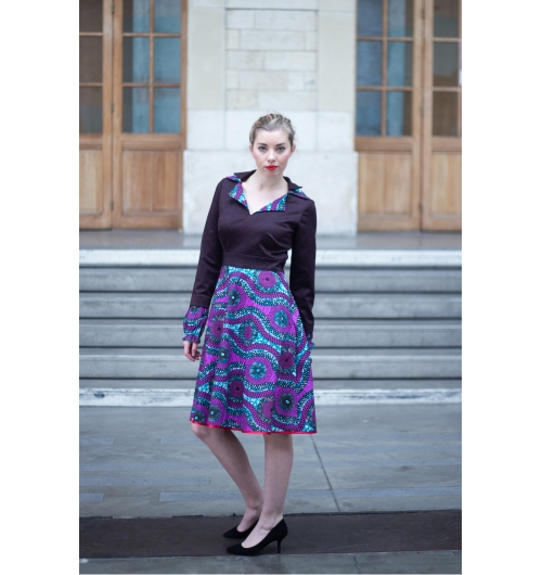 LA ROBE NEC - La robe Nec de Belotsi Paris féminine et colorée elle est agréable à porter et se compose de deux parties : le haut près du corps et le bas évasé, est composé d'un tissu qui rappelle le tissu Wax. Les deux cols superposés permettent de porter la robe cols relevés ou à plats pour un look casual.  La robe Nec sera votre atout élégance et anti-grisaille de cet hiver.