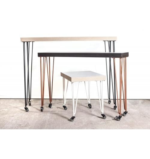 """Pied à roulette 71 cm - HAIRPIN LEGS - <p>Ces pieds sont utilisables pour relooker une ancienne table, pour fabriquer une table, un bureau vous-m&ecirc;me ou pour vos mobiliers.</p> <p>Il vous suffira de r&eacute;cup&eacute;rer un plateau ancien ou d&rsquo;acheter un plateau.</p> <p>Tous nos pieds sont fabriqu&eacute;s &agrave; la main !</p> <p>Ils sont disponibles en&nbsp;4 coloris.</p> <p>Ces pieds en acier sont r&eacute;alis&eacute;s en rond &eacute;tir&eacute;s d'un diam&egrave;tre de 10mm. La platine fait 120mm sur 120mm.&nbsp;La fixation du pied sur le dessus de table se fait &agrave; l'aide de 3 vis non fournies.</p> <p>4 pieds peuvent supporter jusqu'&agrave; 200 kg.&nbsp;</p> <p>Ils sont fabriqu&eacute;s de fa&ccedil;on artisanale.&nbsp;Nos pieds sont de r&eacute;els """"hairpin legs"""", l'extr&eacute;mit&eacute; des pieds est chauff&eacute;e afin d'avoir un rayon de courbure tr&egrave;s fin.</p> <p>29&euro; l'unit&eacute;</p>"""