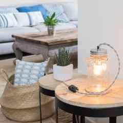 Lampe bocal - <p>Lampe bocal à poser de marque Mason Ball, le couvercle est en métal argenté ainsi que ladouille E14, le câble électrique est torsadé. Il est fourni avec une ampoule vintage à filament LED.</p>