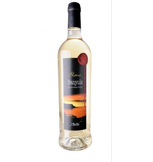 BANYULS  BLANC - Vin doux naturel blanc à consommer jeune sur ses fruits frais pamplemousse, agrumes, fruits de la passion. Ce vin peut être laissé au vieillissement de longues années pour l'apprécier sur un profil aromatique différent de fruits cuits, pate de coing, abricot sec et fleur d'oranger.