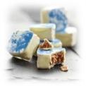 La Faïencine - <p>Avec ce délicieux praliné feuilleté aux épices enrobé d'un chocolat blanc moiré de bleu,laissez-vous envahir par une sensation de fraîcheur dès la mise en bouche.</p> <p>Un chocolat surprenant par son goût mais aussi par sa texture : la feuilletine équilibre à la perfection l'onctuosité du chocolat blanc conciliant ou réconciliant ainsi amateurs et non-initiés.<br />Symbole de la Nièvre et de ses faïenciers d'arts, le Criollo Chocolatier reproduit des coupes en chocolat blanc marbré de bleu, disponibles dans notre boutique. Une idée cadeau originale pour surprendre famille et amis...le contenant et le contenu se mangent...</p>