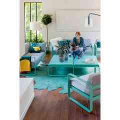 SALON BAS BELLEVIE - FERMOB - Salon bas Bellevie disponible dans 24 coloris de structure et 2 coloris de coussins. Modulable avec son canapé 2 ou 3 places, son club et sa table basse.