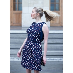 LA ROBE GAËLLE - La robe Gaëlle de Belotsi Paris c'est deux robes en une. La première robe robe est près du corps en tissu uni et la seconde robe pardessus est légère, fluide, ample qui lui donne un look casual parfaite portée avec escarpins ou de façon décontractée avec des tennis.