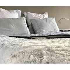 Plaid SNOW - <p>Plaid polaire double &eacute;paisseur avec poils long pour un effet cocooning maximal.&nbsp;</p> <p>Chaleur, douceur et confort</p>