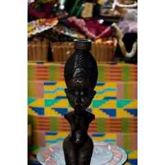 Porte-bougie femme sculpté à la main