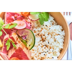 SAUMON - Base de riz japonais, sashimi de salmon, sauce soja, salade de crudités, coriandre