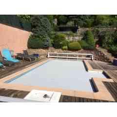 Le volet de piscine Slide & Roll - Le volet de piscine Slide & Roll a la particularité d'être une structure mobile sur rails qui apporte toute la sécurité et le confort nécessaires.