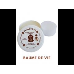 Baume De Vie - <p>Le&nbsp;<strong>BAUME DE VIE&nbsp;</strong>est un produit&nbsp;<strong>d&rsquo;entretien pour le cuir</strong>&nbsp;dont les principes actifs sont : la&nbsp;<strong>cire d&rsquo;abeille</strong>&nbsp;et l&rsquo;<strong>huile de jojoba</strong>. Il ne contient pas de silicone et est garanti 5 ans contre le dess&egrave;chement.&nbsp;</p> <p>&nbsp;</p> <p>Il&nbsp;<strong>nourrit,</strong>&nbsp;assouplit le cuir, le&nbsp;<strong>prot&egrave;ge</strong>&nbsp;et l&rsquo;<strong>imperm&eacute;abilise</strong>&nbsp;gr&acirc;ce aux vertus des produits naturels qui la composent.&nbsp;<strong>Ravive&nbsp;la couleur</strong>d&rsquo;origine de tous vos supports etc.&nbsp;</p> <p>&nbsp;</p> <p>Il s'applique sur&nbsp;<strong>tous les cuirs lisses ou vernis</strong>&nbsp;(chaussures en cuir, blousons en cuir, canap&eacute;s en cuir, porte feuilles, ceintures, sacs et&nbsp;bagages en cuir, int&eacute;rieur de voiture, mat&eacute;riel d'&eacute;quitation, de moto&nbsp;etc&hellip;)</p>