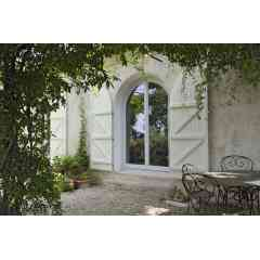Fenêtre Bois TB67 - Le coeur de gamme TRYBA : la fenêtre bois d'aujourd'hui. Différents styles de moulures. 5 essences de bois disponibles à la finition laquée ou lasurée. Large choix de coloris et d'accessoires disponibles