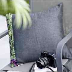 """Coussin """"Cinéma Vert"""" recyclé et recyclable ! fabriqué en France ! - Coussin nomade Intérieur/ Extérieur pour le salon ou le jardin : le compagnon de siestes idéale des petits et des grands !   Taille 45*45 cm  Textile recyclé issu de rebuts dede production de l'industrie  : 95% acrylique et 5% coton. (Fabrication Hauts de France) Coussin de garnissage fourni : 100% Polyester siliconé (Fabrication Hauts de France)  > Nos produits sont :  * Déperlants * Imputrescibles * Garantie 5 ans*  Engagement pour une économie circulaire et Zéro Déchet Textile !"""