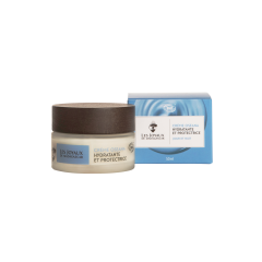 CREME OSEANA - Hydratante et protectrice - Une crème visage élaborée à partir d'eau de mélisse, Alaria Esculenta, beurre de cacao, 3 huiles végétales et 3 huiles essentielles. Avec sa texture aérienne fraîche et son parfum délicat Oseana apporte un bien-être immédiat.
