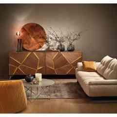 Collection ECLIPSE - Buffet à portes structurées, mises en relief par un rétro-éclairage, réglable en intensité. Système d'ouverture coplanaire. Existe en chêne et en laque.