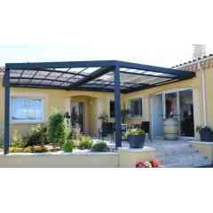 Pergola bioclimatique R-Sky - <p>La pergola bioclimatique R-Sky d'Azenco est la seule pergola du marché à toiture modulable étanche. En effet, en plus de ses portes coulissantes, c'est également son toit qui s'ouvrira partiellement ou totalement. Elle permet ainsi d'utiliser la terrasse été comme hiver, et par tous les temps. Dès les premiers gels, mobilier et végétaux y sont protégés, et dès les premiers rayons de soleil, la terrasse se découvrira pour profiter pleinement du jardin.</p>