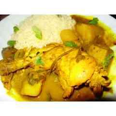 COLOMBO DE POULET - Poulet mariné dans des épices colombo des pomme de terre; des aubergines et des herbes aromatiques; accompagné de riz blanc