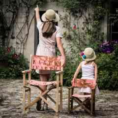 FAUTEUIL METTEUR EN SCENE | BOIS & CUIR - Confort et design, découvrez l'intemporel Fauteuil metteur en scène revisité par CUIR & TERRE. Léger, pliable et très résistant il vous suivra dans votre jardin ou dans votre salon. Laissez-vous séduire par le fauteuil CUIR & TERRE réalisé dans nos cuirs de qualité et tendances. Envie de refaire votre décoration intérieure, n'hésitez pas à nous demander conseil pour réaliser votre fauteuil selon vos envies. Professionnels de l'hôtellerie et de la restauration n'hésitez pas à nous contacter pour un devis personnalisé.