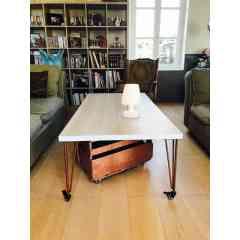 """Pied à roulette 40 cm - HAIRPIN LEGS  - <p>Ces pieds sont parfaits pour faire despetits meubles (table d'appoint, table de chevet, tabouret ...)</p> <p>Les roulettes à frein permettent de déplacer le meuble facilement et de le bloquer sur la position souhaitée. Disponible aussi sans frein.</p> <p>Ils sont disponibles en4 coloris.</p> <p>La platine de fixation mesure 120mm sur 120mm.Ils sont réalisés en ronds étirés de diamètre 10mm.</p> <p>La fixation du pied sur le dessus de table se fait à l'aide de 3 vis non fournies.</p> <p>Nos pieds sont de réels """"hairpin legs"""",fabriqués de façon artisanale, l'extrémité des pieds est chauffée afin d'avoir un rayon de courbure très fin.</p> <p>25€ l'unité</p>"""