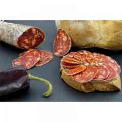 SAUCISSON AU PIMENT D'ESPELETTE - Découvrez ce saucisson sec Pur Porc Artisanal au Piment d'Espelette, l'incontournable du Pays Basque !