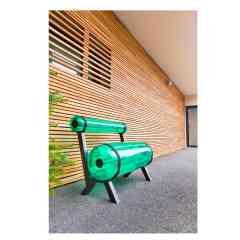 ZIBA Banc et Table - ZIBA, c'est une collection de bancs singuliers ! Ludiques et conviviaux, ils affichent leurs rondeurs, leurs couleurs et leur look audacieux. 7 coloris (transparent ou opaque) ; cadre aluminium ; petit modèle (1 m) et grand modèle (1,50 m) ; housses (beige, noire 3D, orange 3D)