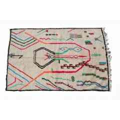 Tapis berbère azilal du Maroc. - <p>Ma sélection de tapis berbères azilal colorés et fluos est confectionnée à la main par les femmes berbères tisseuses du Moyen-Atlas marocain.</p> <p>Plus d'un mois de travail est nécessaire pour créer une de ces pièce chargée d'histoire.</p> <p>Les femmes berbères des montagnes du Moyen Atlas tissent au grès de leurs envies et de leurs humeurs. Chaque couleur et symbole ne sont pas simplement choisis dans une démarche d'esthétisme mais dans celle de la symbolique.</p> <p>Ces pièces toutes uniques ne sont pas simplement belles, elles représentent une vie, des dizaines d'émotions.</p> <p>Acquérir un tapis berbère c'est voyager dans le temps et l'espace.</p>