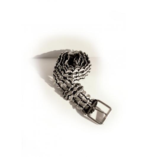 ceinture double en languettes de canettes - Ceinture fabriquée avec des languettes de canettes utilisées //  Inoxydable // Poids:   // Dimensions:  // Extensible //