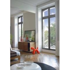 Fenêtres Bois Janneau Menuiseries - Les gammes Patrimoine et Tradi de Janneau menuiserie vous offrent deux design de fenêtres en bois qui sauront donner du charme à votre logement.   Fenêtres et portes fenêtres à recouvrement, ces menuiseries sont en chêne ou bois exotique rouge.   Possibilité d'ajouter un oscillo-battant.   Avec ces gammes, vous bénéficiez de gâche de sécurité intégrées au dormant.