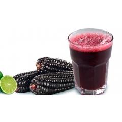 Chicha Morada - Le Chicha Morada non alcoolisé est fabriqué à partir de maïs violet, qui pousse principalement dans les hautes terres des Andes. Traditionnellement, le maïs est mélangé à de l'eau avec divers écorces de fruits et épices et cuit jusqu'à ce que le liquide prenne une couleur pourpre foncé. Il est tamisé, raffiné avec du jus de citron et du sucre et servi froid à la fin.