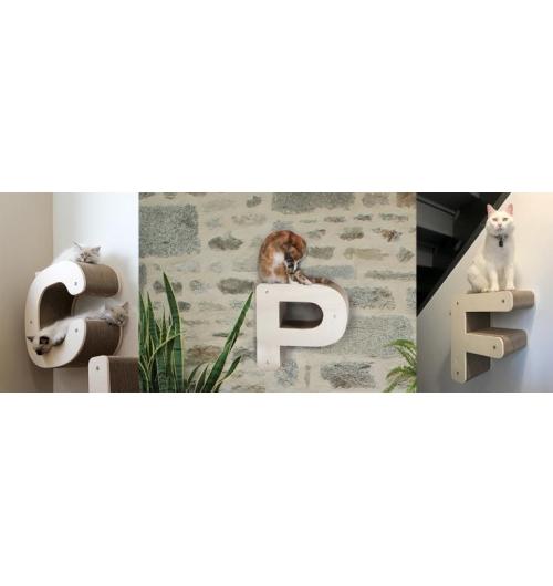 Parcours pour Chat Homycat - Vous connaissez les lettres griffoirs Homycat à poser ? Et bien maintenant, il est possible de suspendre les modèles lettres format simple épaisseur au mur tels des parcours. Ces griffoirs suspendus sont toujours rechargeables.  L'idéal pour créer des parcours et des espaces de grimpe pour votre chat et enrichir son intérieur pour le rendre heureux et apporter une touche déco à votre environnement. Chaque module peut supporter jusqu'à 15 kg.