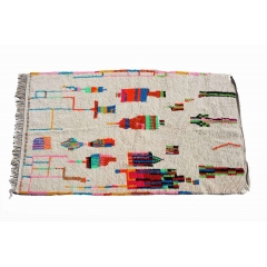Tapis berbère azilal du Maroc. - <p>Ma s&eacute;lection de tapis berb&egrave;res azilal color&eacute;s et fluos est confectionn&eacute;e &agrave; la main par les femmes berb&egrave;res tisseuses du Moyen-Atlas marocain.</p> <p>Plus d&rsquo;un mois de travail est n&eacute;cessaire pour cr&eacute;er une de ces pi&egrave;ce charg&eacute;e d&rsquo;histoire.</p> <p>Les femmes berb&egrave;res des montagnes du Moyen Atlas tissent au gr&egrave;s de leurs envies et de leurs humeurs. Chaque couleur et symbole ne sont pas simplement choisis dans une d&eacute;marche d&rsquo;esth&eacute;tisme mais dans celle de la symbolique.</p> <p>Ces pi&egrave;ces toutes uniques ne sont pas simplement belles, elles repr&eacute;sentent une vie, des dizaines d&rsquo;&eacute;motions.</p> <p>Acqu&eacute;rir un tapis berb&egrave;re c&rsquo;est voyager dans le temps et l&rsquo;espace.</p>