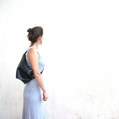 Huong bag, sac en chambre à air recyclés - Sac fabriqué principalement avec de la chambre à air recyclée // Intérieur feutre bleu ou rouge // Etanche // 2 façons de porter le sac // Poids: 500 grammes environ // Dimensions (cm): Hauteur : 38 / Largeur : 30 / Profondeur: 7 // 1 pochette intérieure zippée // Lavé avec des produits écologiques //