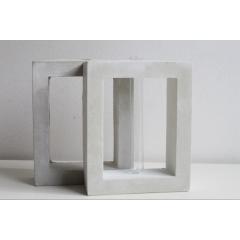 Arche - Vase contemporain en béton - soliflore en verre Dimensions Hauteur 16 cm  Largeur 13 cm  Profondeur 5 cm