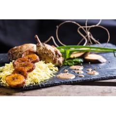 le Afro-Subsaharien - Poulet braisé aux poivres de Penja (Cameroun) accompagné de Riz Basmati parfumé & Bananes plantains et sa sauce Cacahuète aux épices du Cameroun