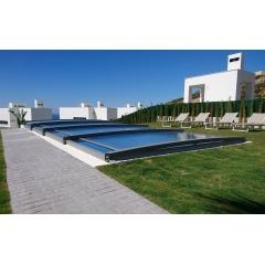 Abri de piscine télescopique ultra-bas Néo Smart - L'abri télescopique Néo Smart possède les avantages d'un abri plat, avec sa discrétion et sa légèreté et également les avantages d'un abri télescopique qui sont la praticité et le design. De plus, cet abri est le plus bas sur le marché.