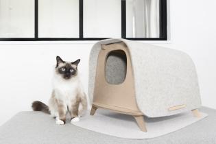 Wool Lodge - <p>Imaginé par un designer français, le<strong> Wool Lodge</strong> est une cabane naturelle en bois et laine qui camoufle harmonieusement le <em>bac à litière</em> de votre chat d'appartement.</p> <p>Avec ce produit, vous n'aurez plus à choisir entre le confort de votre chat et la décoration de votre intérieur.</p> <p></p>