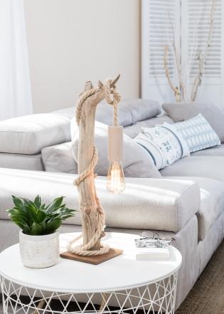 Lampe en bois flotté - <p>Lampe en bois flotté, la douille E27 est en bois naturel non traité, le câble électrique est en corde jute, l'ampoule Edison est à filament de carbone, le socle est en corten.</p>
