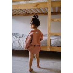 Garde robe de vêtements pour bébé de 0 à 18 mois en location ECOLIBRI - Parce que de 0 à 18 mois votre boutchou grandit à une vitesse folle, renouvelez la garde-robe de bébé sans acheter : découvrez la location  Habillez votre bébé de 3 mois à 18 mois avec des pièces tendances et exclusives conçues par des petits créateurs français.  Economisez du temps, de l'argent, de l'espace tout en réduisant le gâchis!