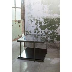 RIO - La finition bronze et le détail du piètement décalé confèrent à la gamme RIO un esprit ART DECO revisité. Faisant preuve d'une discrète élégance, la console trouve sa place aussi bien dans un salon que dans une entrée, un bureau ou une chambre.