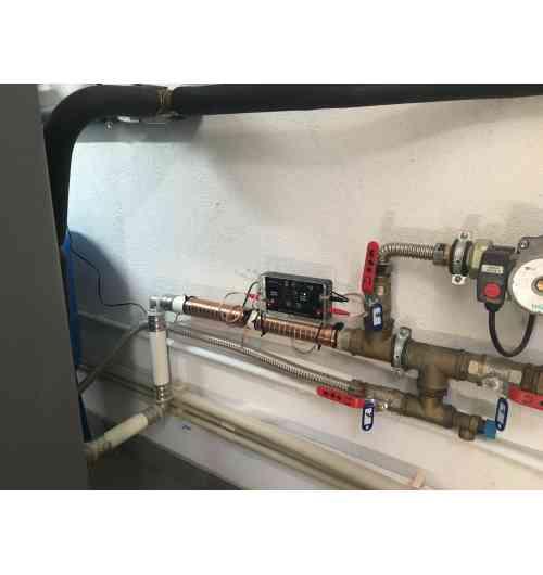 """V 5000 - <p>- Sans sel, ni produits chimiques<br />- Adapt&eacute; &agrave; tous les tuyaux au diam&egrave;tre situ&eacute; entre 1/2"""" et 20"""" (~10-500 mm)<br />- Coul&eacute; dans l&rsquo;acrylique pour durer dans le temps<br />- Installation simple par soi-m&ecirc;me, et sans n&eacute;cessit&eacute; de d&eacute;couper les tuyaux<br />- Convient &agrave; tous les tuyaux : cuivre, fer, cuivre, acier inoxydable, PVC, fer galvanis&eacute;, PE-x, composite, etc.</p>"""