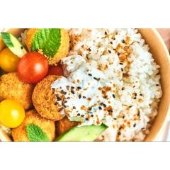 VEGETARIEN - Base de riz japonais, falafels maison, sauce tzatziki, salade de crudités, coriandre
